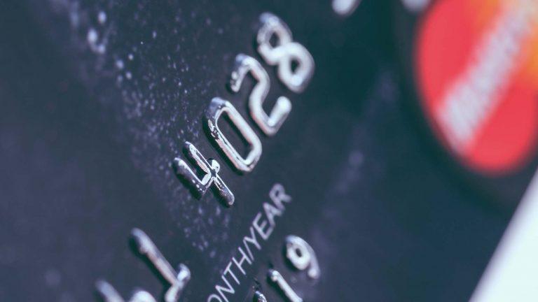 Carta di Credito. Per le detrazioni sul carburante l'obbligo di pagamento tracciabile rinviato al 2019